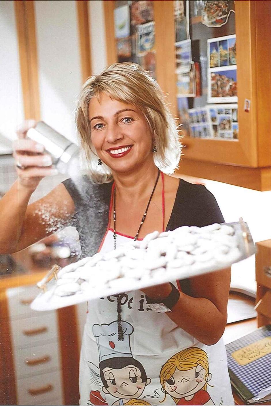 Verkürzen die Zeit bis Weihnachten: die köstlichen Vanillekipferl meiner Frau Franziska (C) Privat