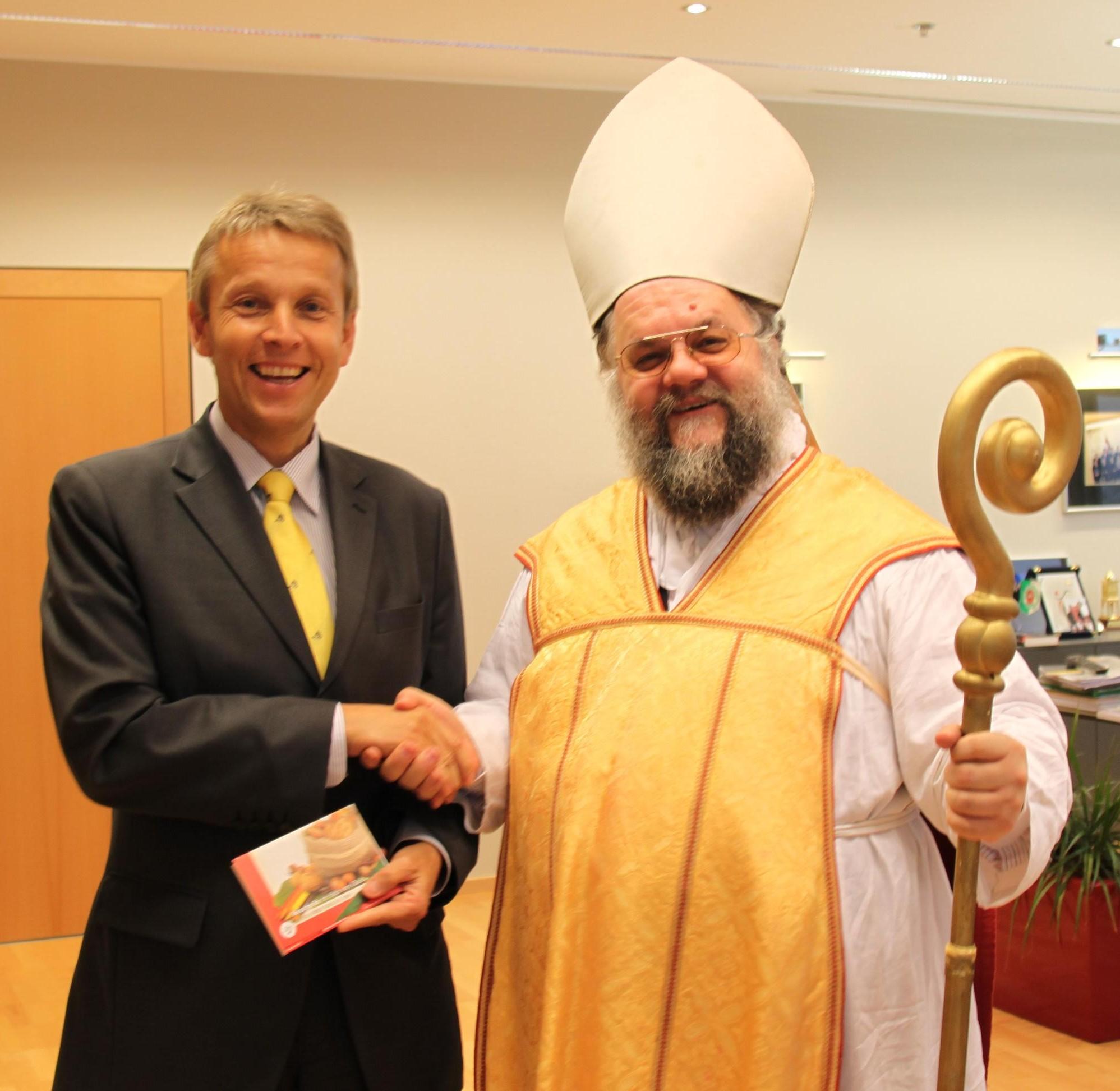 Mit dem Nikolaus der Katholischen Männerbewegung (C) Sven Pöllauer