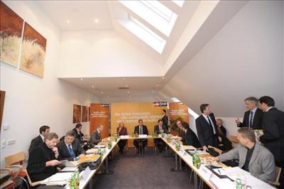 Bei der Regierungsklausur im burgenländischen Pamhagen (c) ÖVP/Andi Bruckner