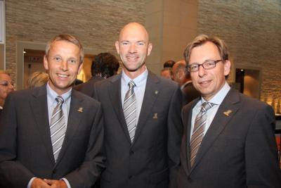 Bei der Ski-WM 2013-Vergabe in Südafrika mit Schladmings Bürgermeister Jürgen Winter und Finanzlandesrat Christian Buchmann (C) Raffalt