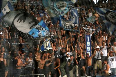 Von den insgesamt 15.000 Zuschauern waren auch begeisterte Fans des FC Zürich angereist um ihre Mannschaft zu unterstützen (C) GEPA pictures / Rene Stocker
