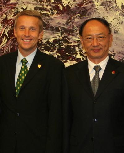 Mit dem chinesischen Sportminister LIU Peng wurde die Stärkung der Kooperation zwischen Österreich und China im Wintersportbereich vereinbart (C) HBF / Franz Hartl