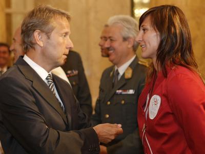 Im Gespräch mit Judokerin Claudia Heill bei der offiziellen Verabschiedung der österreichischen Olympia-Mannschaft in der Hofburg (C) HBF / Andy Wenzel