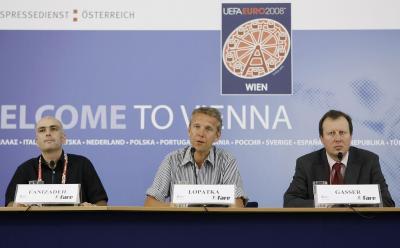 """Pressekonferenz zur FARE - """"Football Against Racism in Europe"""" - Kampagne gemeinsam mit UEFA-Projektmanager Patrick Gasser und Michael Fanizadeh vom FARE Koordinationsbüro FairPlay-vidc (C) HBF / Andy Wenzel"""