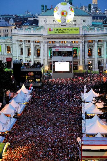 75.000 Fans feierten in der Fanzone in Wiens Innenstadt als Österreich gegen Polen spielte (C) GEPA pictures / Reinhard Müller