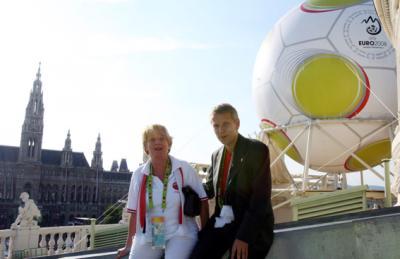 Beim Besuch im Burgtheater mit Ursula Stenzel Bezirksvorsteherin des 1. Wiener Gemeindebezirks (C) GEPA pictures / Hans Oberländer