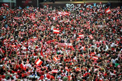 Tausende österreichische Fans hielten ihrer National-Elf die Daumen (C) GEPA pictures / Reinhard Müller