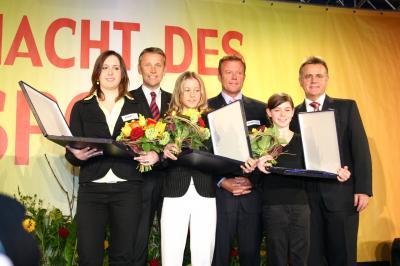 vlnr.: Daniela Schneider, StS Lopatka, Katharina Tegischer, Segelweltmeister Hans Spitzauer, Miriam Ziegler und LH Niessl (C) Sabine Bandat