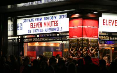 """Wiener Gartenbaukino im Zeichen der Fußball-EURO: Die österreichisch-schweizerische Kurzfilmrolle """"Eleven Minutes"""" feierte ihre Weltpremiere (C) Severin Dostal"""
