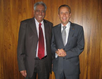 Minister im Präsidialamt und politisch Verantwortlicher des WM-Organisationskomitees Essop Pahad (C) StS Sport