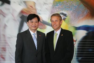 Besuch des chinesischen Botschafters Ken WU im Büro des Sportstaatssekretärs (C) StS Sport