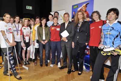 Spitzenathletinnen und Trainerinnen informieren über Berufschancen für Mädchen im Sport (C) HBF / Livio Srodic