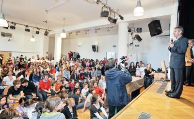 Großer Andrang bei den Schülerinnen und Schüler des Parhamergymnasium Wiens (C) HBF / Livio Srodic