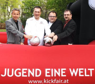 """Vorstellung des Entwicklungshilfe-Projekts """"Fußball für Straßenkinder"""" eine Initiative von """"Jugend Eine Welt"""" mit den Unterstützern der 1. Stunde (C) HBF / Pusch"""