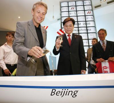 """Bootstaufe auf den Namen """"Beijing"""" mit dem chinesischen Botschafter Ken WU (C) HBF / Andreas Wenzel"""