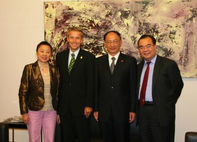 Besuch des chinesischen Sportministers - von links: Frau ZHANG Zhijing, Gattin des Botschafters, StS Lopatka, Sportminister und Präsident des Olympischen Komitees der VR China Herrn LIU Peng, Botschafter LU Yonghua (C) HBF / Franz Hartl
