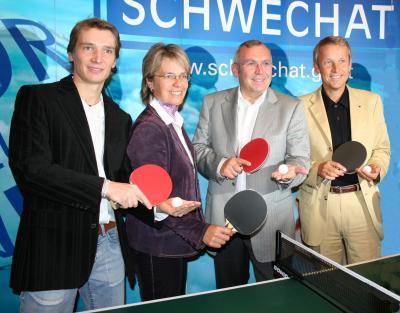 """Eröffnung der """"Werner Schlager Akademie für Tischtennis"""" in Wien-Schwechat. Im Bild: Werner Schlager, Petra Bohuslav, Alfred Gusenbauer, Reinhold Lopatka (C) StS Sport"""