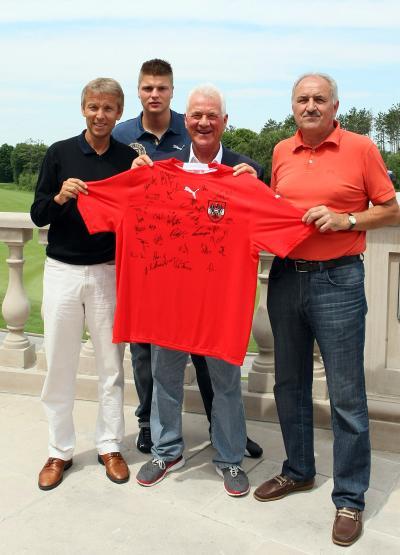 U20-Team zu Besuch bei Frank Stronach (C) GEPA pictures