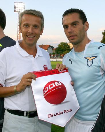 """In meiner Eigenschaft als """"Botschafter der Leidenschaft"""" mit Luciano Zauri von Lazio Rom (C) GEPA pictures/Andreas Troester"""