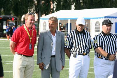 Bei meinem ersten Besuch eines Football-Match kurz vor dem Anpfiff Österreich gegen Norwegen (C) Hannes Kopp