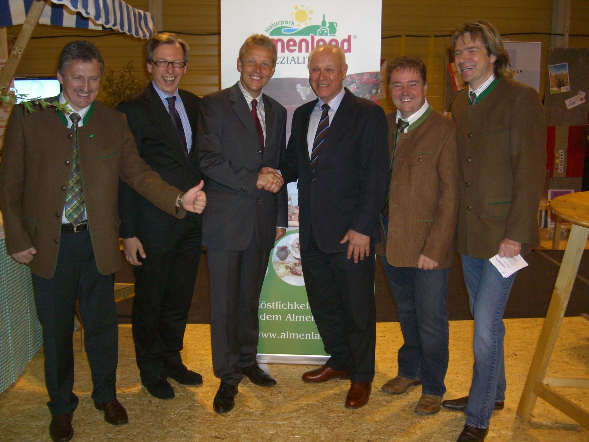 Bei der Eröffnung der Wirtschaftsmesse mit Erwin Gruber, Christian Buchmann, Günter Linzberger, Vinzenz Harrer und Thomas Reisinger (v. li. n. re.) (C) Helmut Hindler