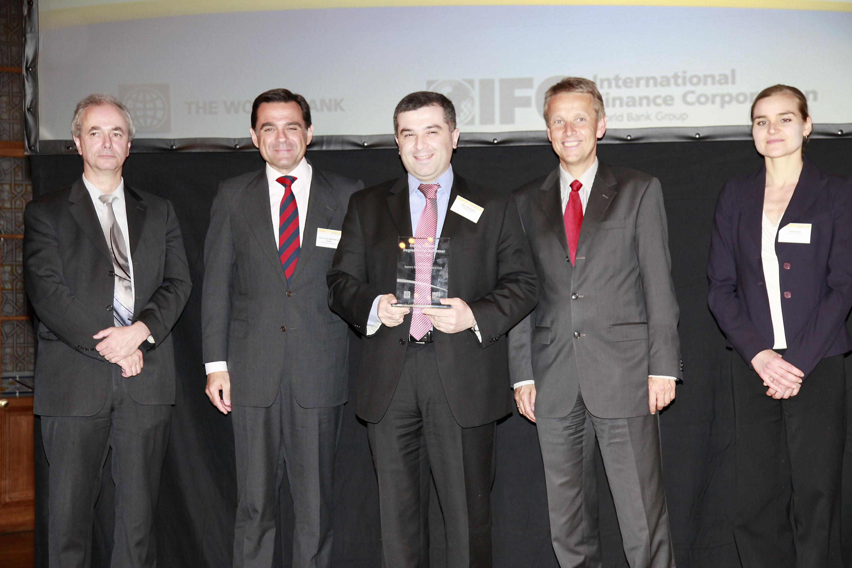 Mit David Bakradze, Parlamentspräsident von Georgien, dessen Land als Regional Top Performer ausgezeichnet wurde (C) Weltbank