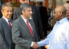 Mit Minister Spindelegger zu Besuch bei Ugandas Präsident Yoweri Museveni (C) BMieA/HOPI Media