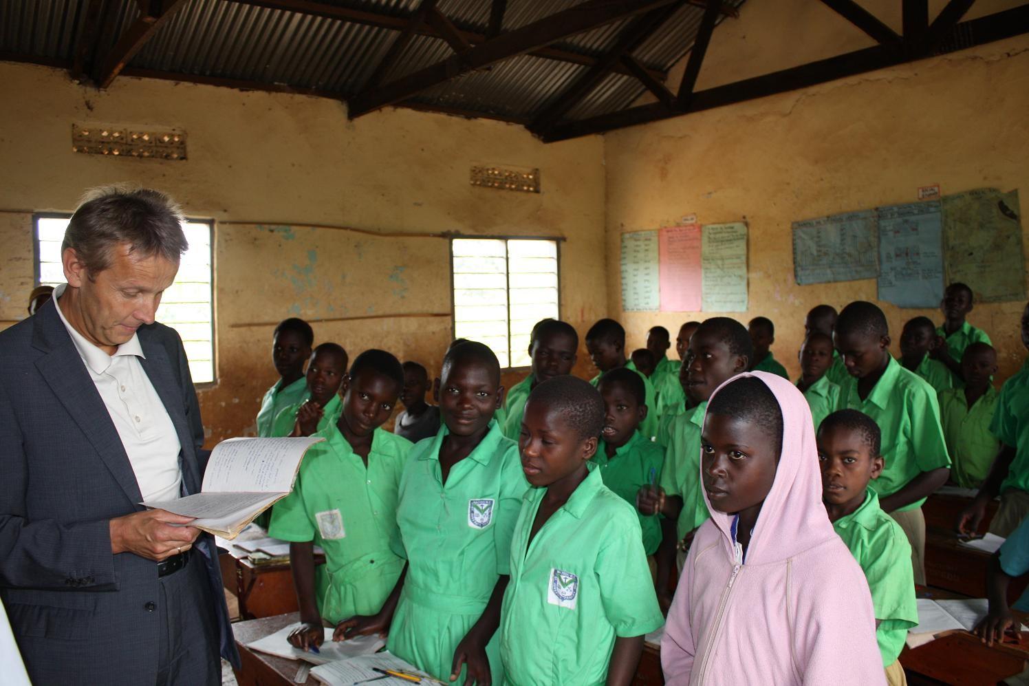 Bildung als Schlüssel zu einer besseren Zukunft - Schulbetrieb in Uganda (C) Lopatka