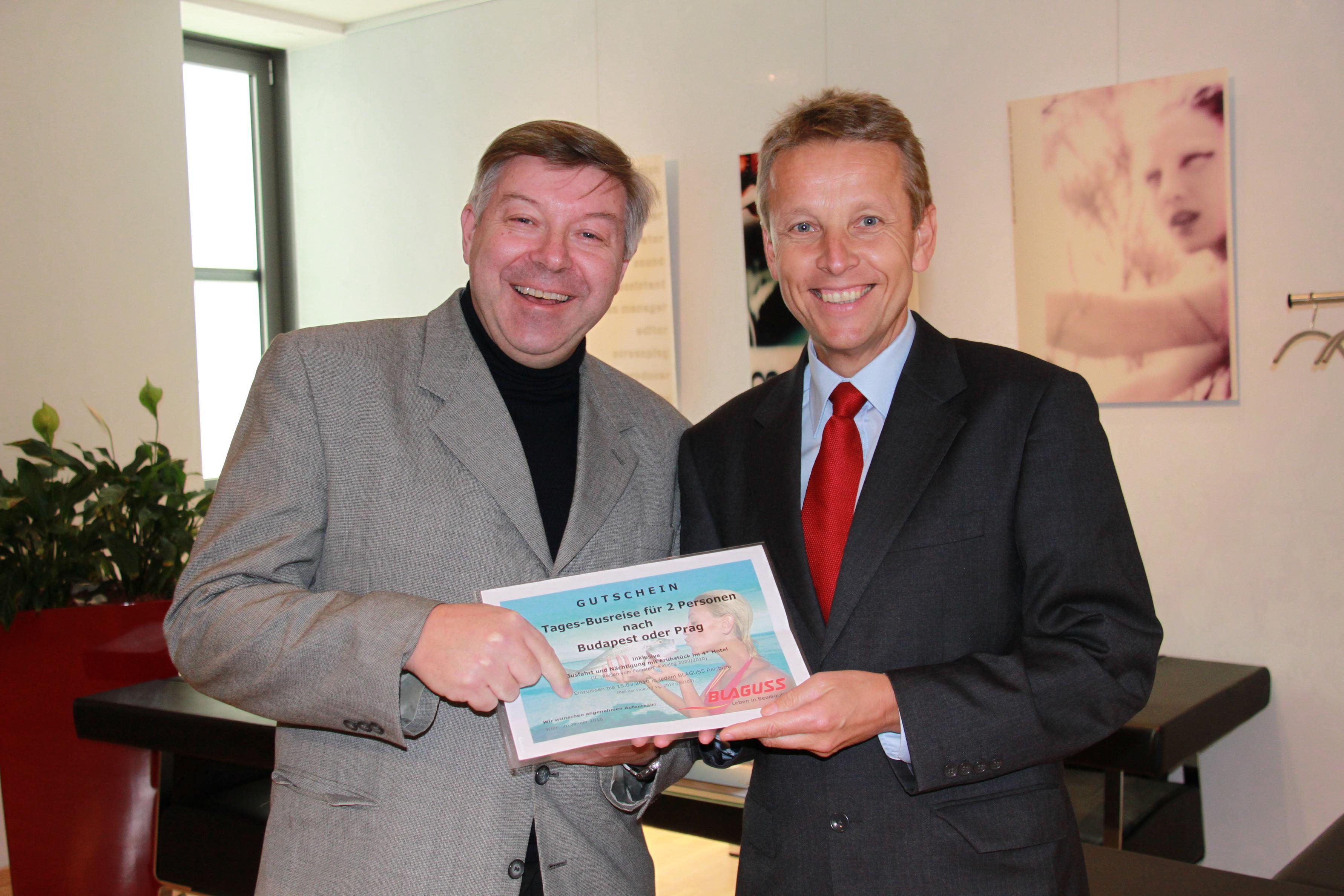 Mit dem glücklichen Gewinner der Busreise, Kurt Lacom (C) Sven Pöllauer