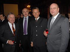 Wirtschaft und Sport: ÖFB-Präsident Leo Windtner, Casinos-General Karl Stoss und Sturm-Präsident Hans Rinner (C) Alfons Kowatsch