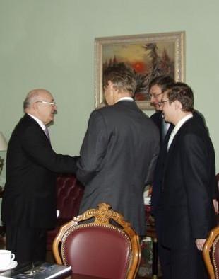 Bei Gesprächen mit Nationalbank-Präsidenten Wolodymyr Stelmakh (C) Nationalbank Ukraine