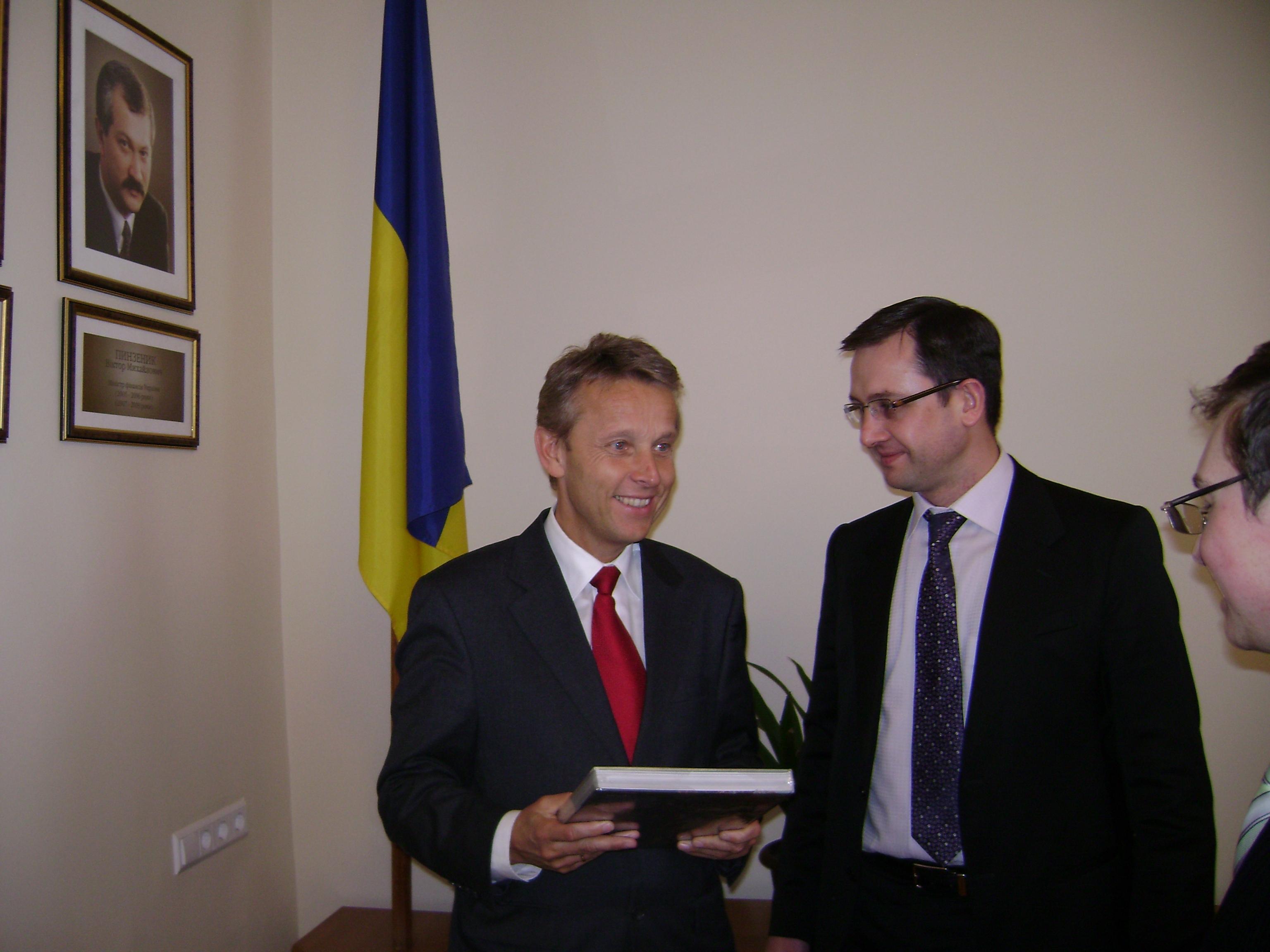 Mit Finanzminister Ihor Umansky (C) Sven Pöllauer