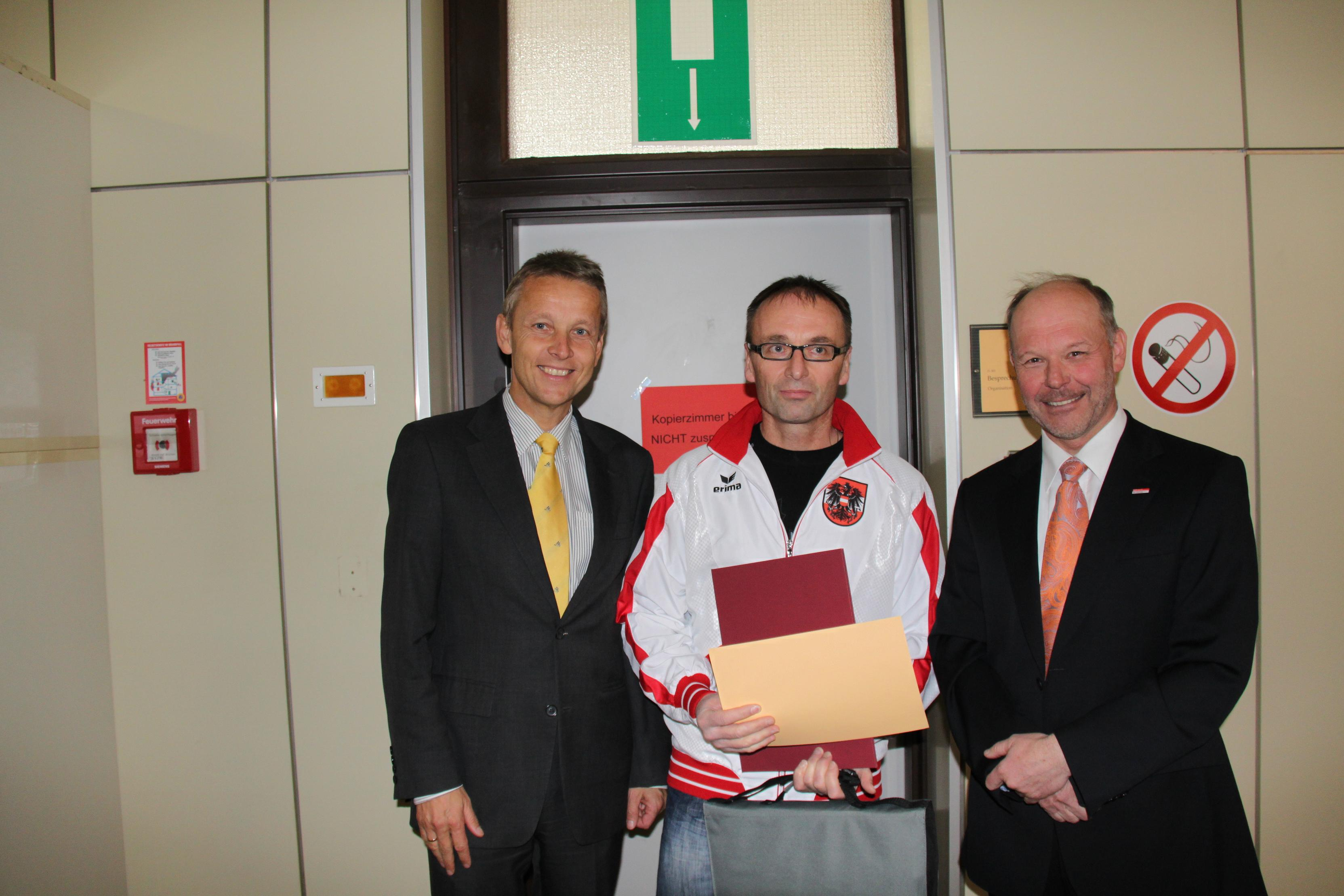Mit Doppelweltmeister Markus Reifinger und FA-Vorstand Franz Jaksch (C) Sven Pöllauer