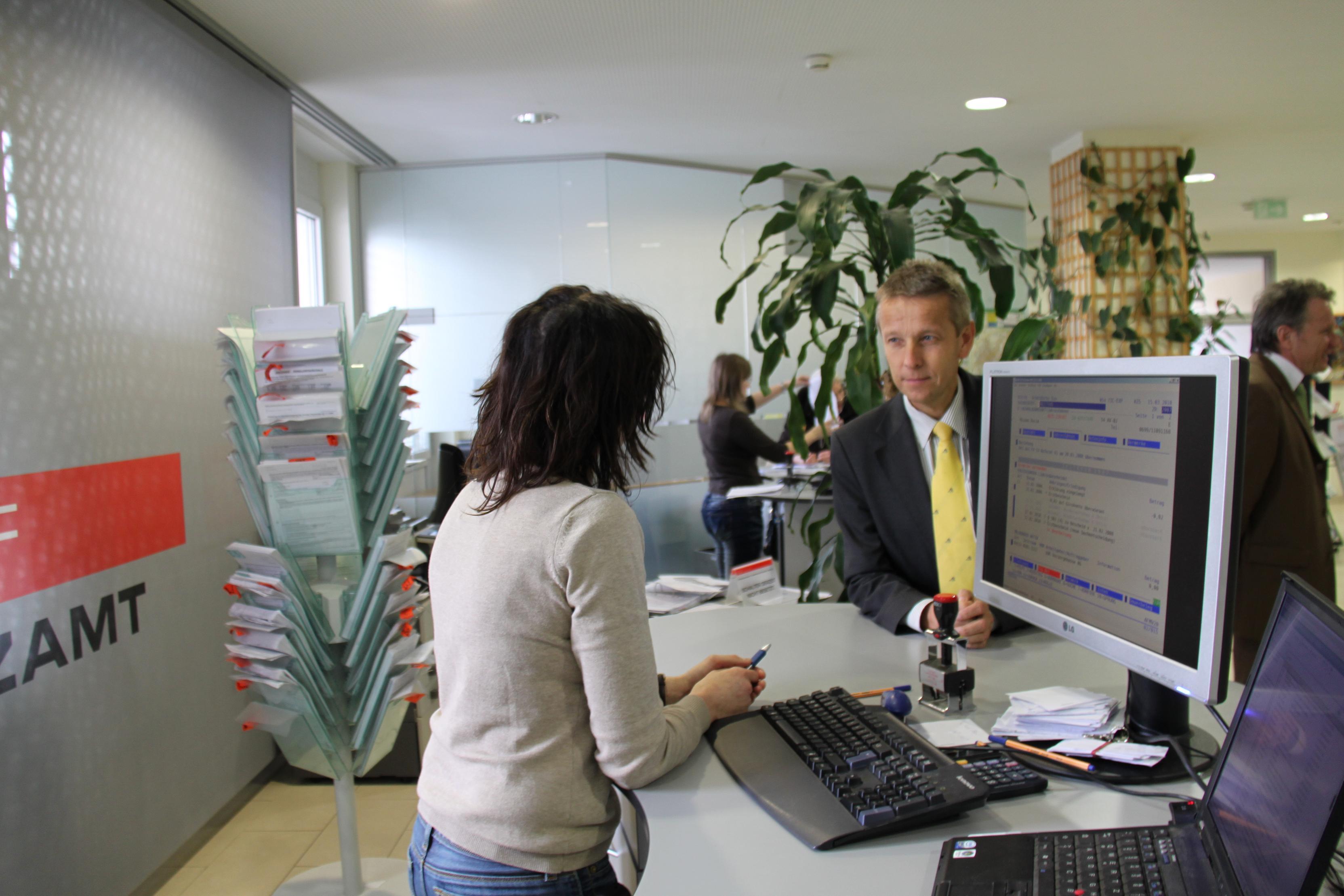 Immer für den Kunden da - im Finanzamt Wels (C) Sven Pöllauer