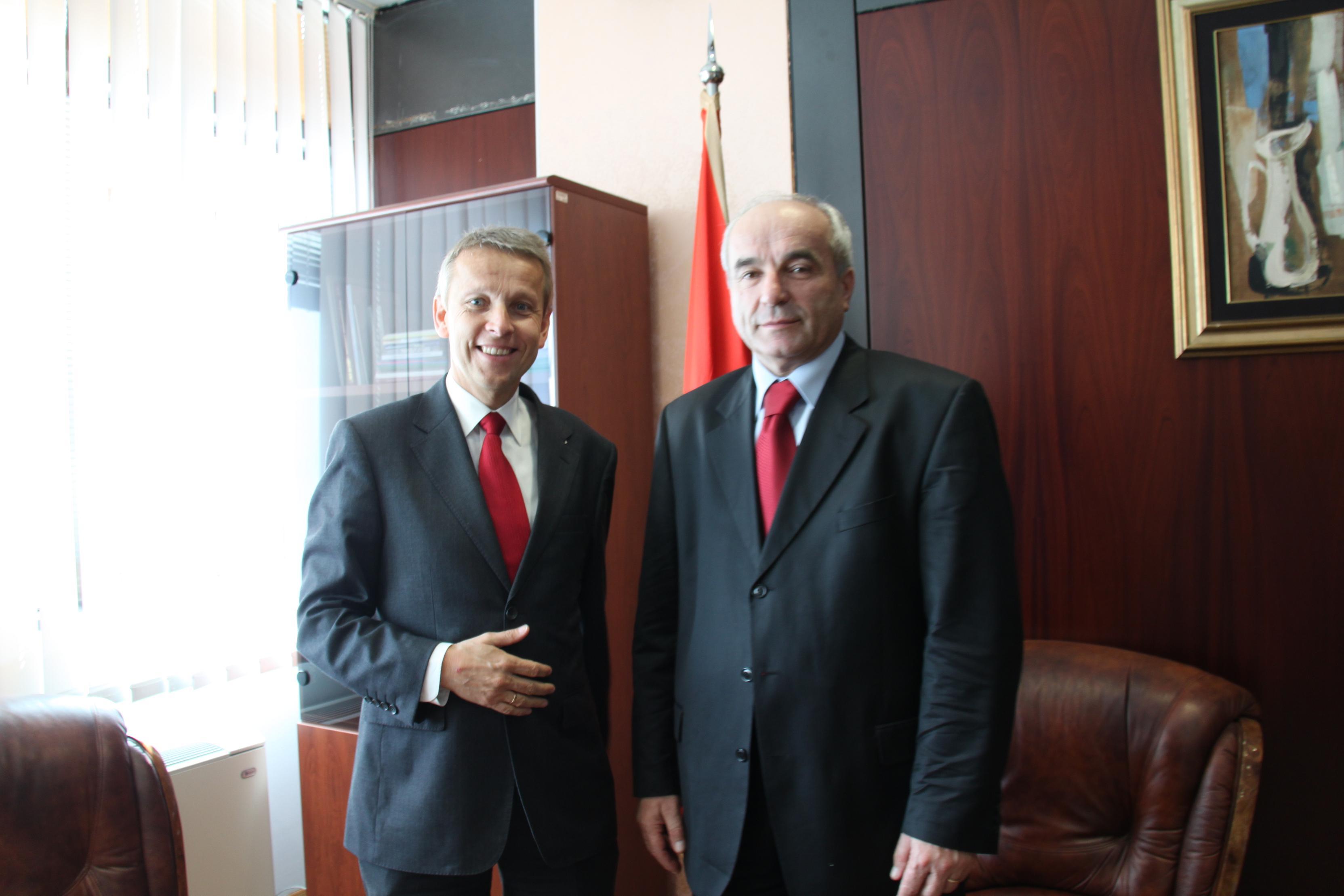 MIt Wirtschaftsminister Branko Vujovic (C) Sven Pöllauer