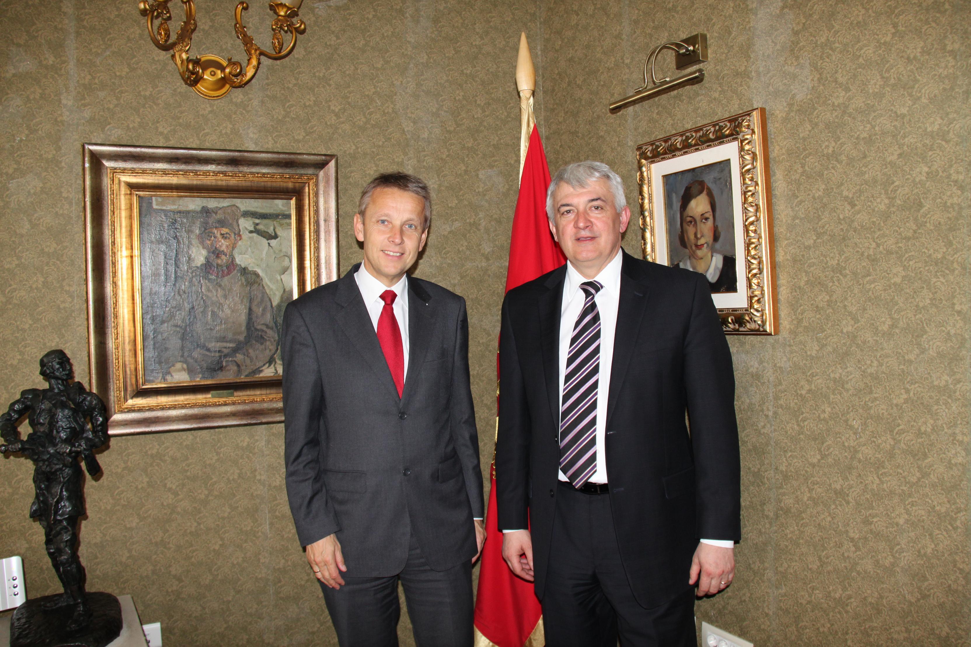 MIt Notenbank-Gouverneur Ljubisa Krgovic (C) Sven Pöllauer