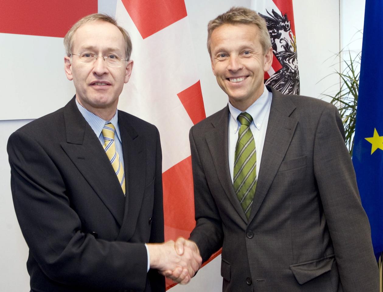 Mit dem Schweizer Finanzstaatssekretär Michael Ambühl (C) HBF