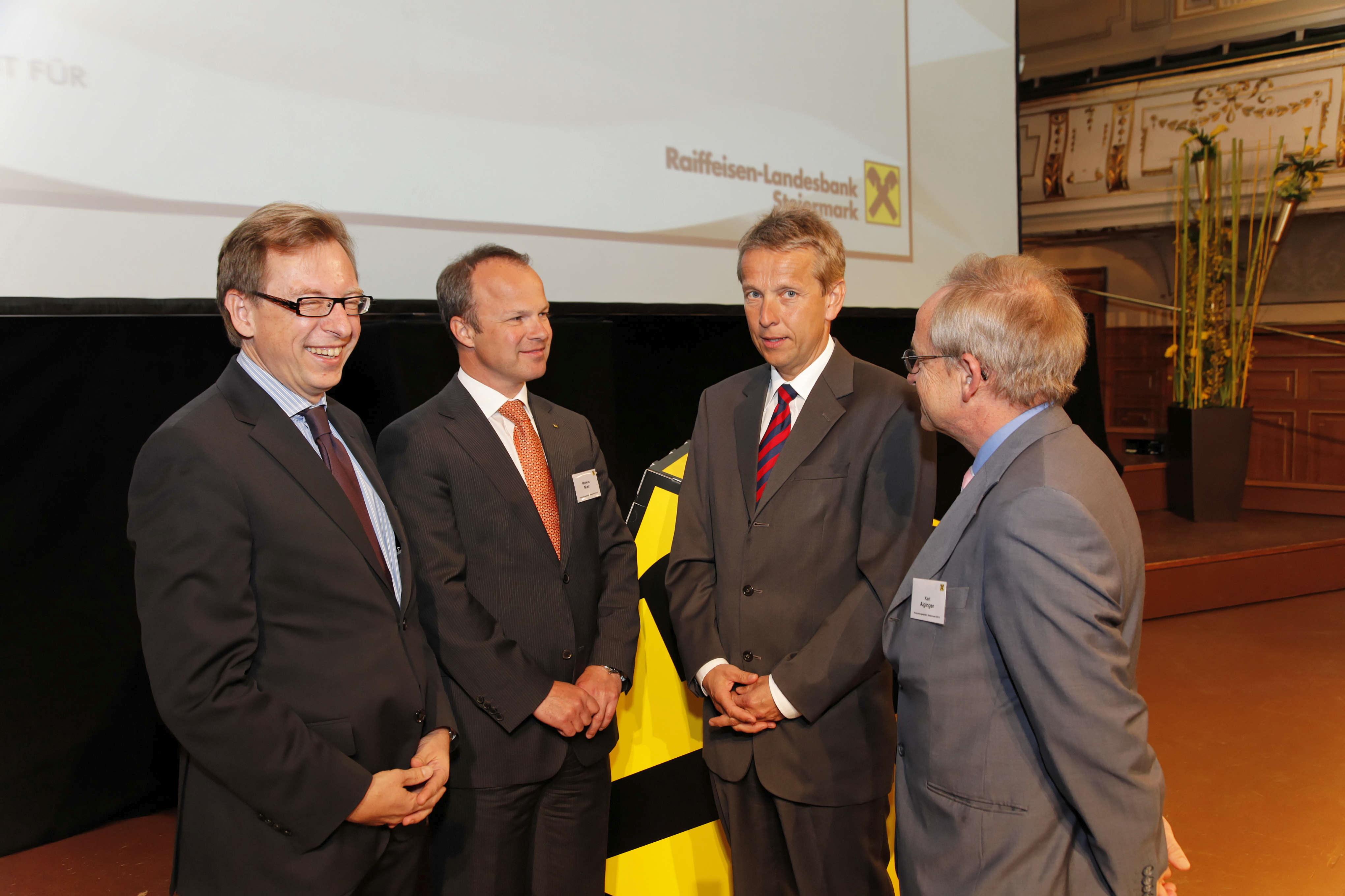Mit Landesrat Christian Buchmann, RLB-Direktor Markus Mair und WIFO-Chef Karl Aiginger (C) RLB Steiermark