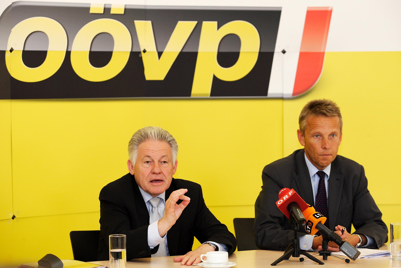 Bei der Pressekonferenz mit Landeshauptmann Josef Pühringer (C) ÖVP Oberösterreich