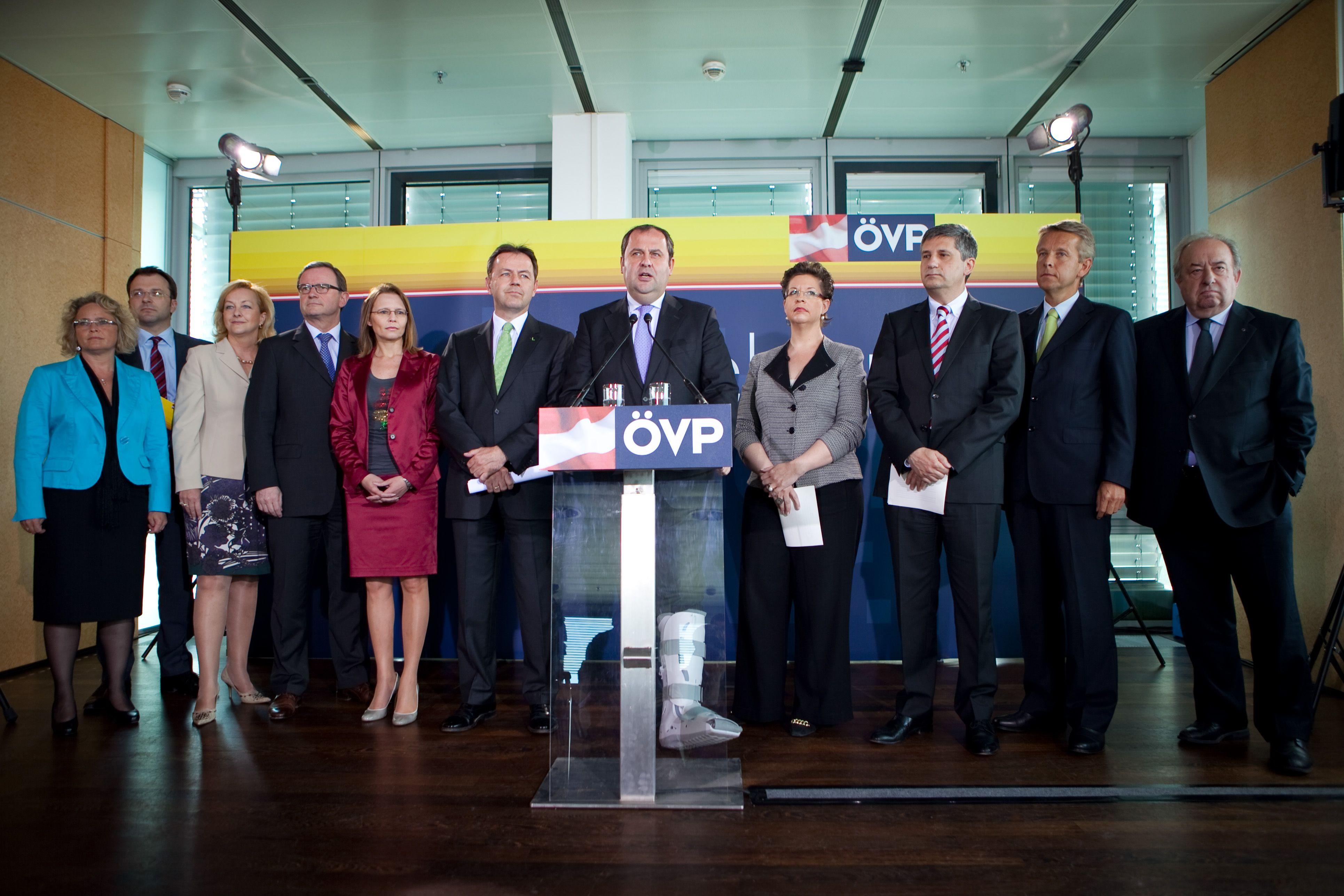 Nach der Arbeitssitzung (C) ÖVP
