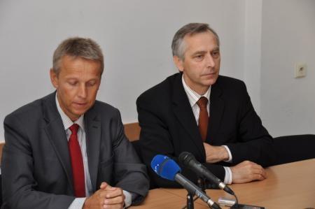 Bei der Pressekonferenz mit Jan Figel (C) KDH