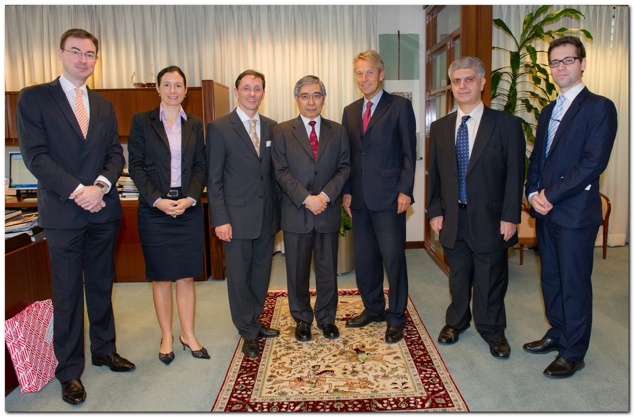 Präs. Kuroda (ADB), Botschafter Donko, Wirtschaftsdelegierter Volker Ammann, Wirtschaftsdel.stellv. Isabel Schmiedbauer