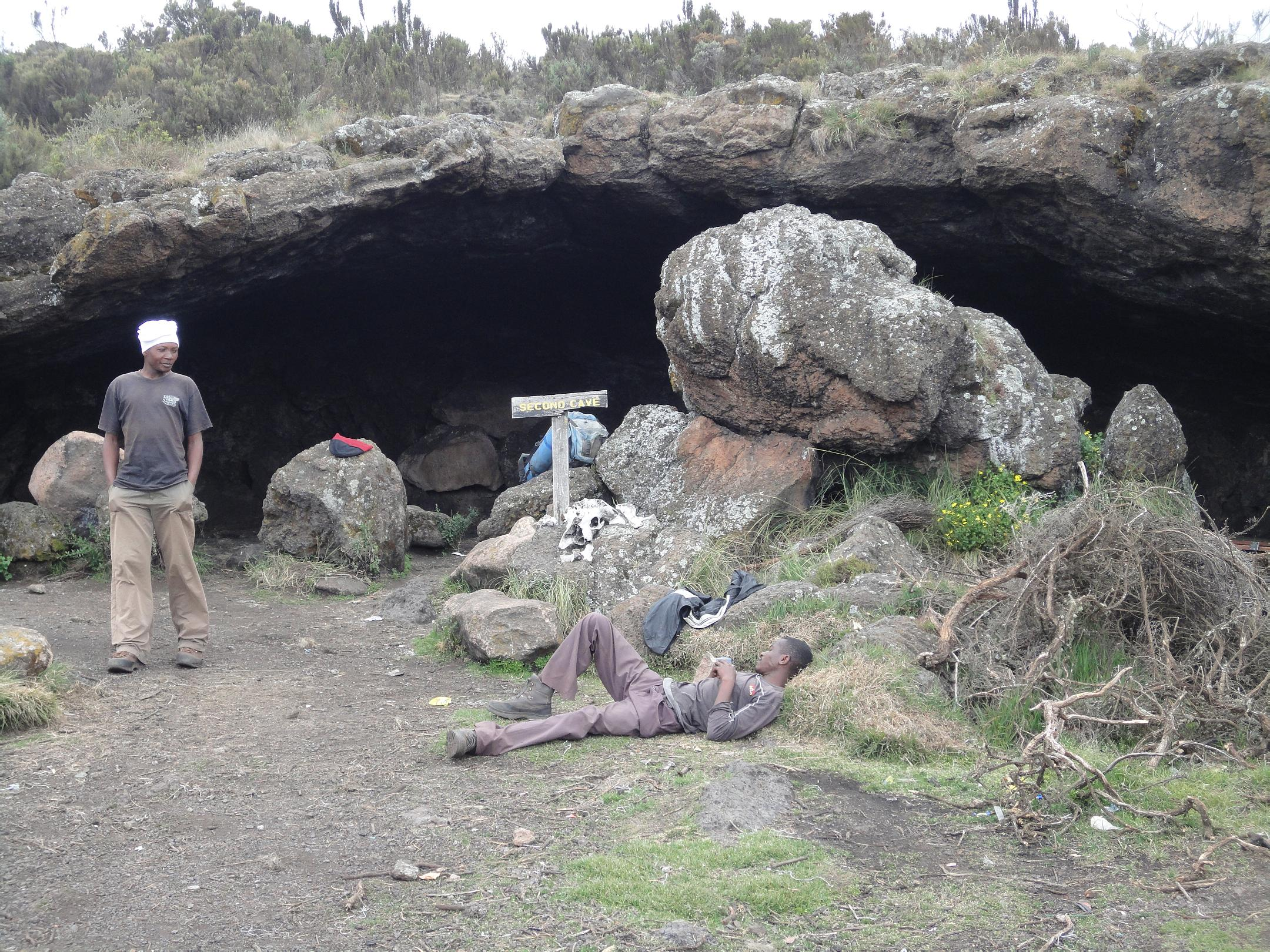 Rast bei der 2. Rongai Höhle (C) privat