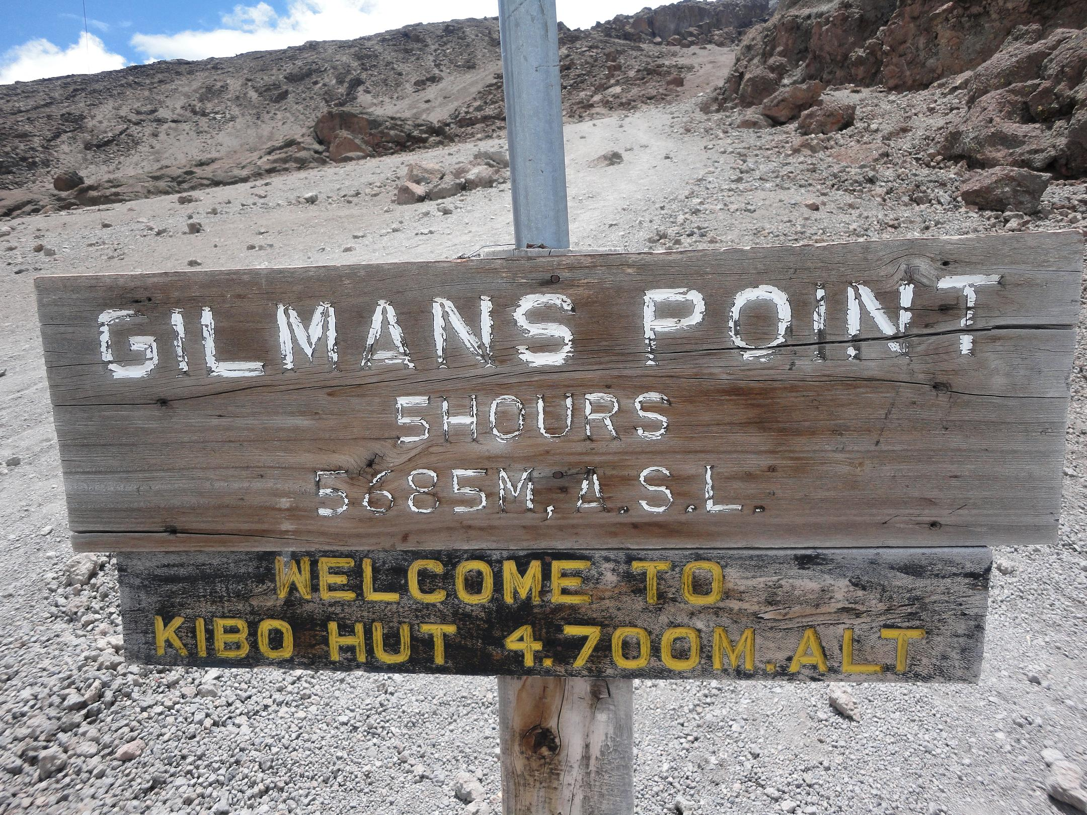 Vor dem Kibo Hut zum Gillman´s Point die anstrengensten 985 Höhenmeter (C) privat
