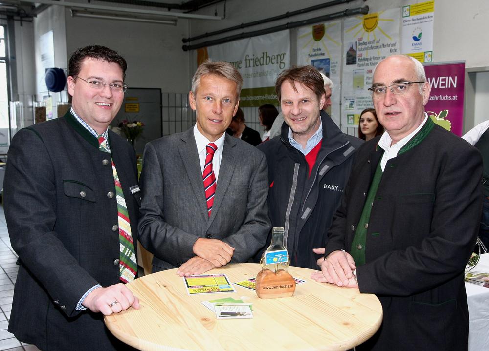 Im Gespräch mit Hochstraße Innovativ-Mitorganisator Mario Janisch, Ing. Marcus Martschitsch (Fahrschule EASY DRIVERS) und Hermann Lind (Autohaus Lind) (C) Büro StS