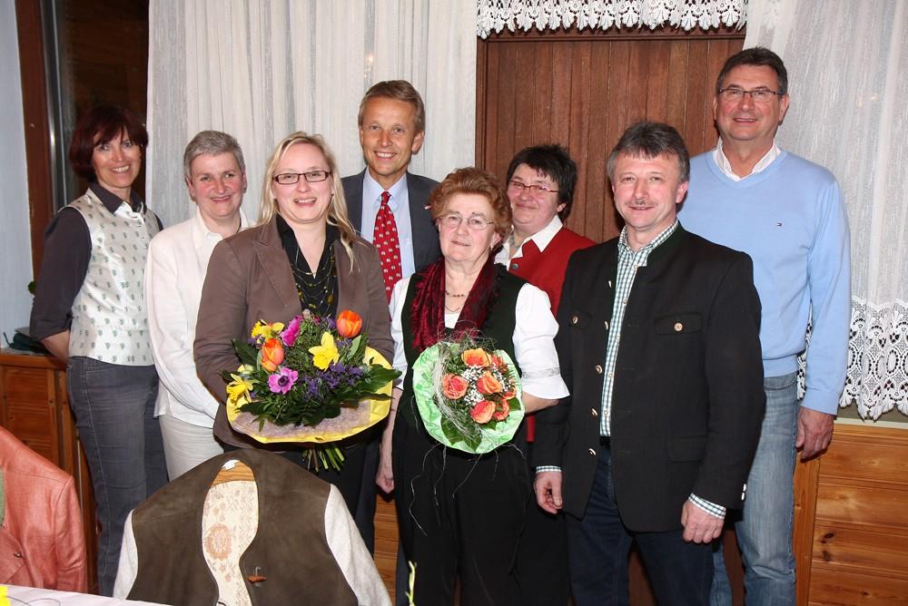 Die neue Ortsleiterin Eva Weber und ihr Vorgängerin Aloisia Fink (C) Büro StS