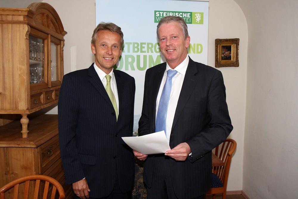 Mit Bundesminister Reinhoold Mitterlehner (C) Büro StS
