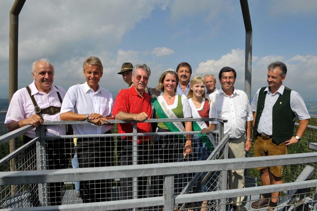 Gemeinsames Foto mit Bundespräsident Heinz Fischer auf der Aussichtsplattform in Miesenbach