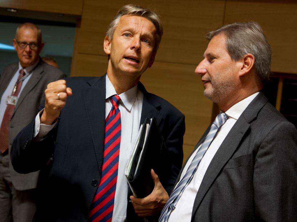 (c) BMEIA, Paier, STS Lopatka im Gespräch mit EU Kommissar Hahn