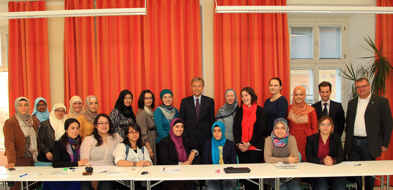 (c) BMEIA, STS Lopatka trifft die muslimischen Frauenbeauftragten bei der diesjährigen Schulung in Wien